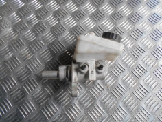 Piece-Maitre-cylindre-(freinage)--6f09509e6596d91e0a6a857c77433146c2a5d450b4d6c4959eaae689572f64b2.JPG