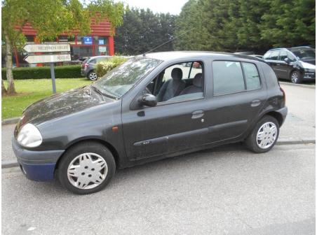 Vehicule-RENAULT-CLIO-II-Techrun-1-4-2000-2d2a42c16924bcf47609019cb97c2cae9af8459d9a0bee81234da1dae7a6625b.JPG