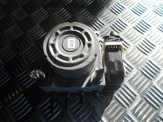 Piece-Bloc-ABS-(freins-anti-blocage)--f0761d10ec1f74fed507ac2d0ce20b46534472e9a54f57b17dfae4cff3010c29.JPG
