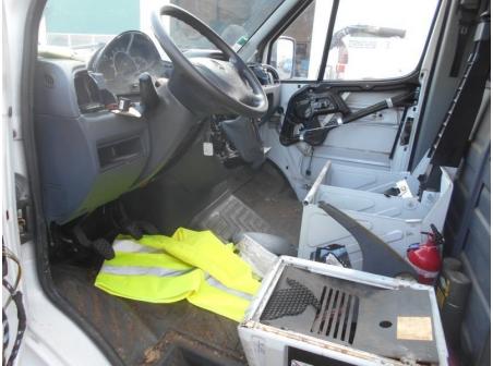 Vehicule-MERCEDES-SPRINTER-COMBI-2-1-2006-c9af5f7048ec0522b23c90930cb72c03cd069bd5593fdbb63f864f96477acecd.JPG