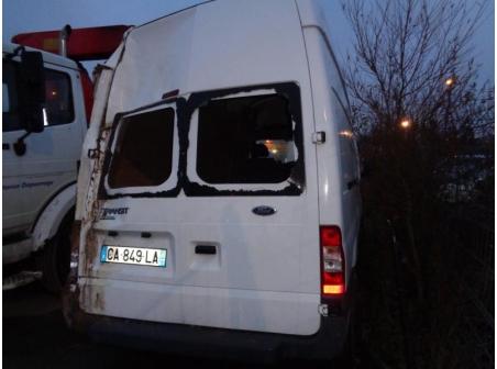 Vehicule-FORD-TRANSIT-2006-TRANSIT-FOURGON-2006-2-2-2006-e947da656107bb5e3e6582d7c46ce35aef7b0a416e81905cb6c38f7d31dcf3f5.JPG