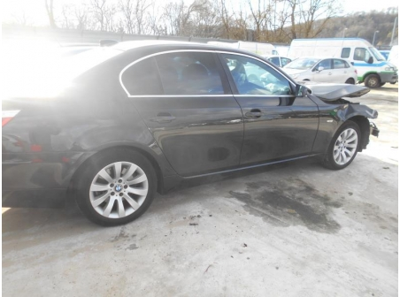 Vehicule-BMW-SERIE-5-E60-LCI-525d-3-2009-664aa2425d15323e79490930c2b067194fc1069051b71b2ffab52f727284cd61.JPG